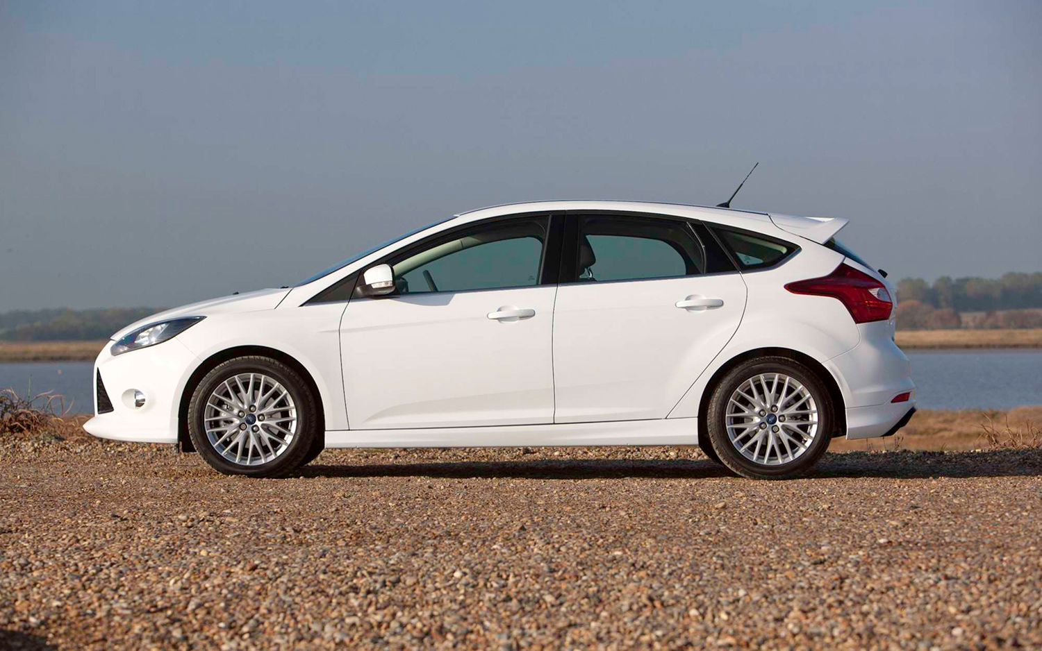 Ford Focus Vignale Concept moreover Ford Focus Sedan Glx 2 0 2008 2013 as well 18518 together with Ford Focus Sedan 2 0 Ghia 2009 as well Wallpaper 04. on 04 ford focus sedan